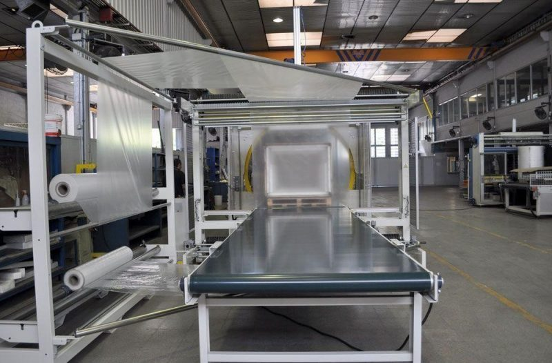 Machine for wrapping furniture